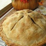 Simple Homemade Apple Pie Recipe // The Krystal Diaries